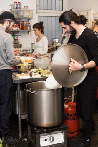 Für jede Tour wird frisch gekocht (Foto:Arai Moleri)